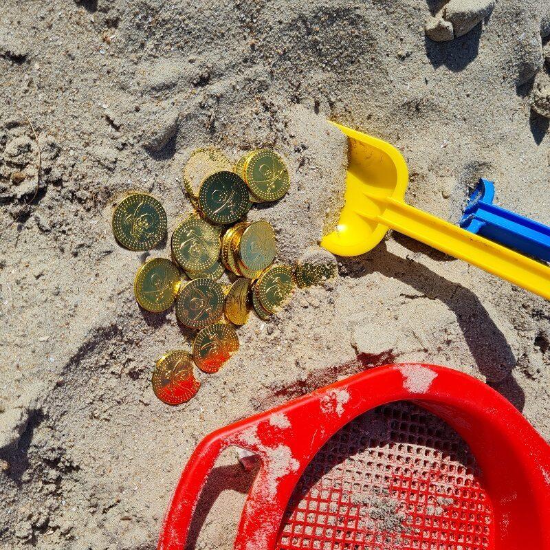 Guldgraver-Find en guldmønt i sandet og byt den til en lille overraskelse